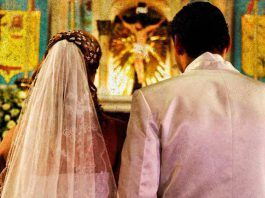 Lectura religiosa en boda católica