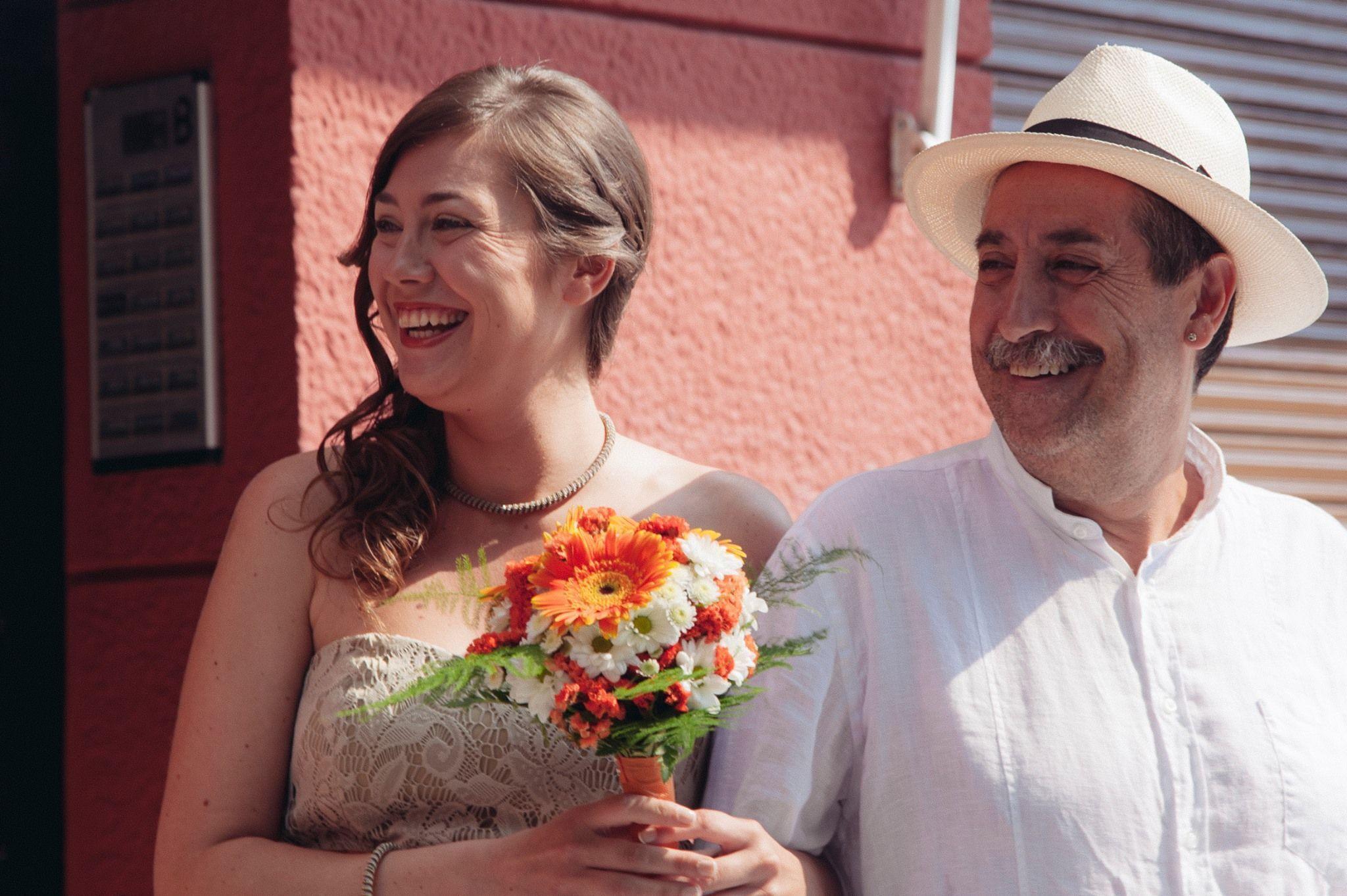 Padre e hija en el día de la boda de esta